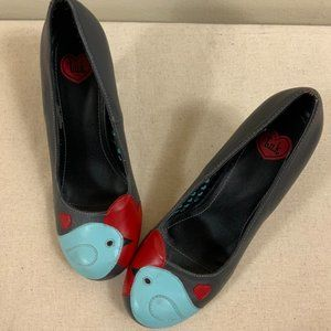 T.U.K. Grey Leather Heels with Round Toes and Bluebird Detail Size 7